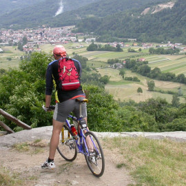 Mountain bike in collina