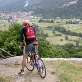 Mountain bike in collina